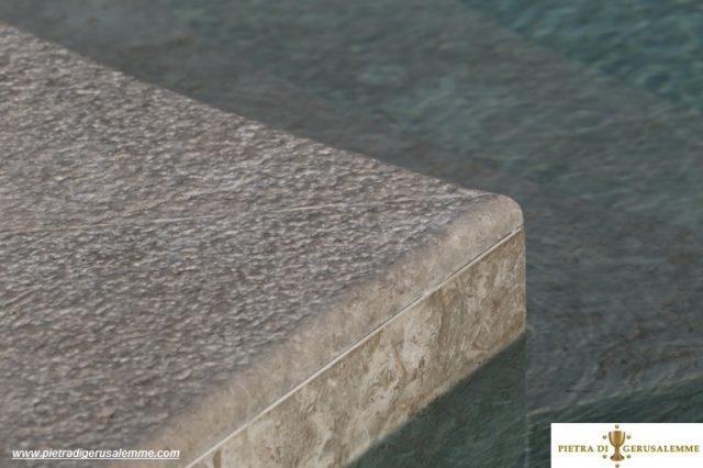 Bordi in pietra antiscivolo per piscine
