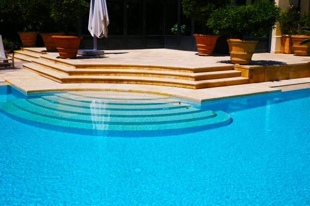 Realizzazione piscine in sasso di Gerusalemme