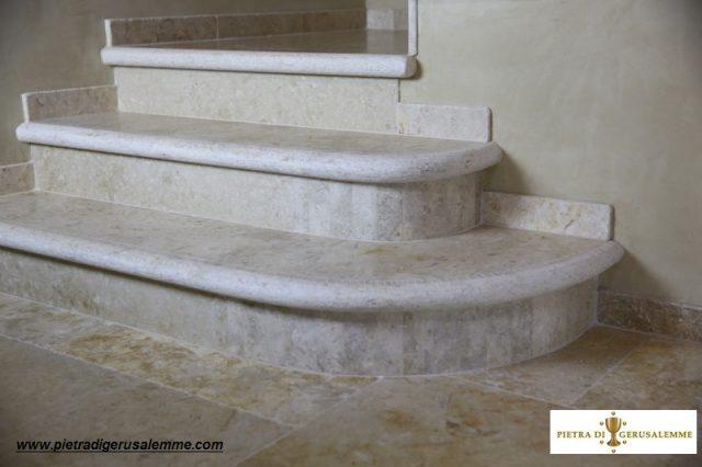 Scala in pietra anticata di Gerusalemme