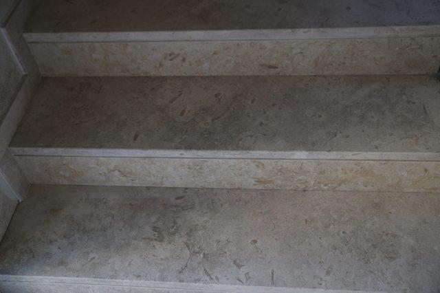 Натуральный камень для внутренних и наружных лестниц