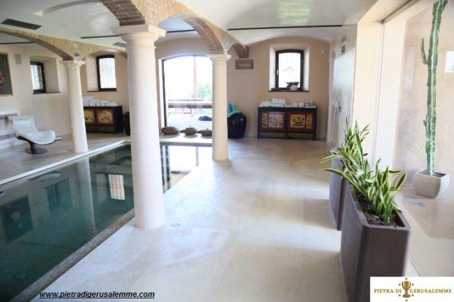 Pavimento in pietra per piscine di lusso