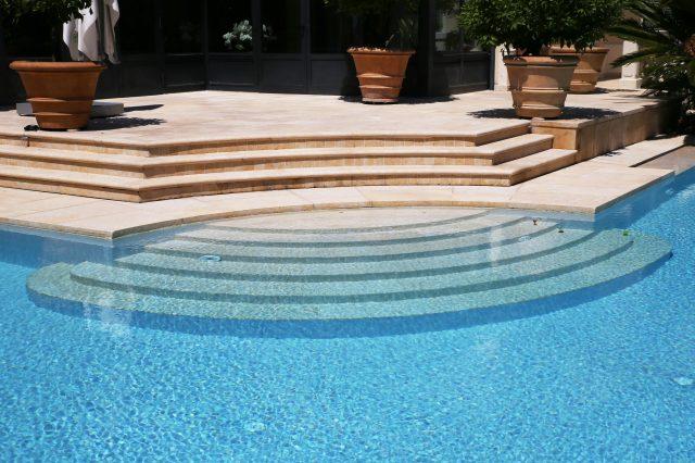 Pietra per rivestimento piscine