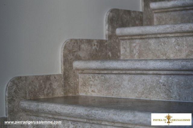 Scale in  marmo per ville di campagna
