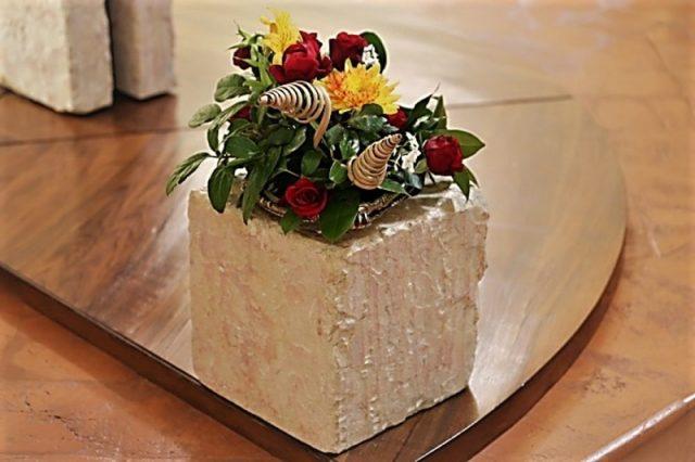каменный блок для цветов