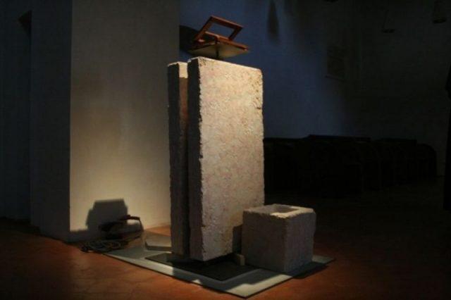 кафедра из камня