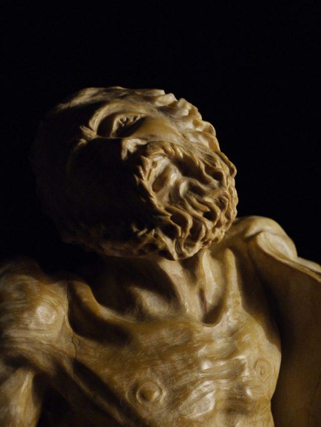 Органическая скульптура Христа Страдания