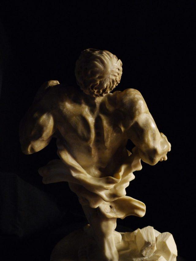 Художественные скульптуры из камня