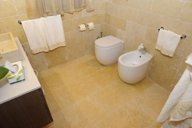 Bathroom wall tiles in stone and marble