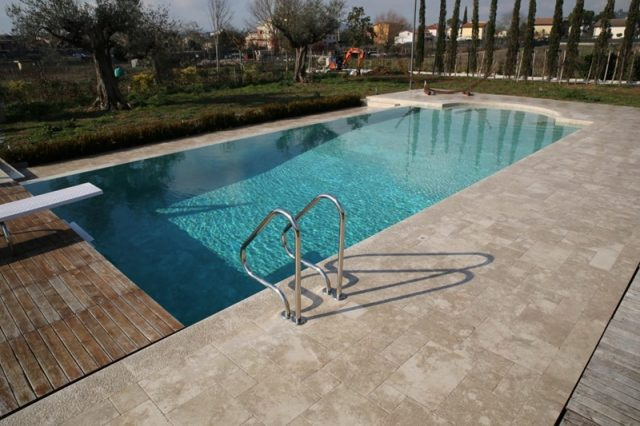 Stone for swimming pools