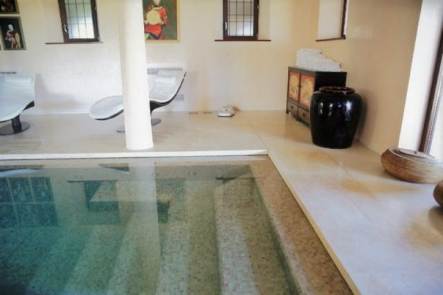 Stone for swimming pool coverings