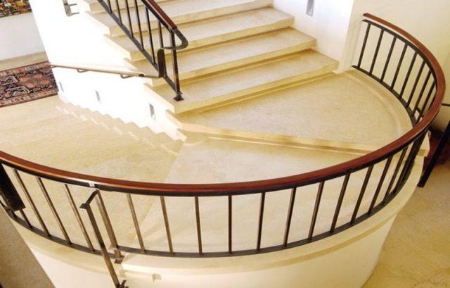 Укладка мраморной лестницы