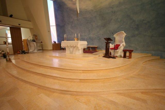 Scale su misura in marmo di Gerusalemme