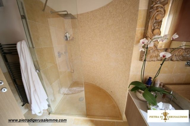 Piatti doccia in marmo di Gerusalemme